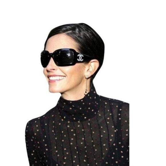 Chanel Black White Pearl CC Logo